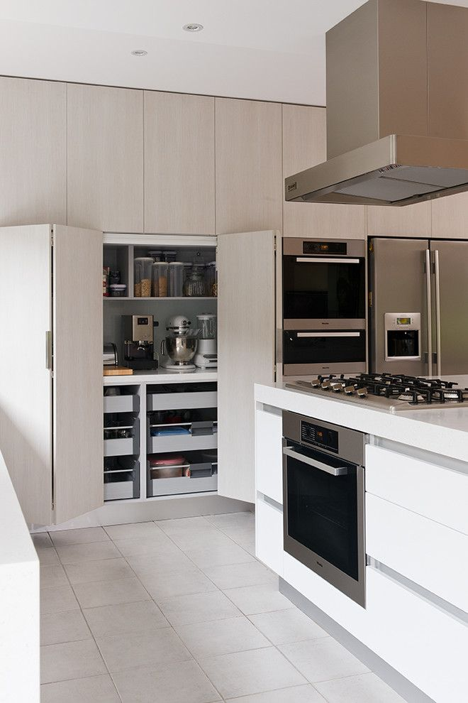 Modern Kitchen Cabinet by Urban Kitchens