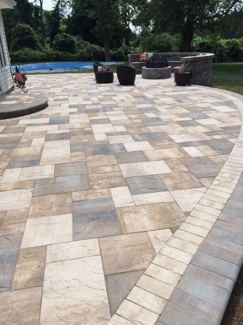 13 best paver patio designs ideas diy design decor for Pisos para patios exteriores
