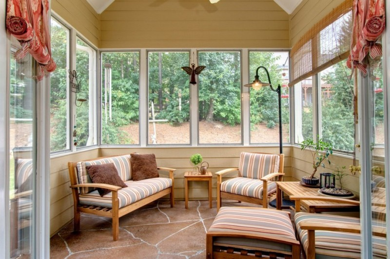 30 beautiful sunroom furniture windows ideas diy design for Window covering ideas for sunrooms