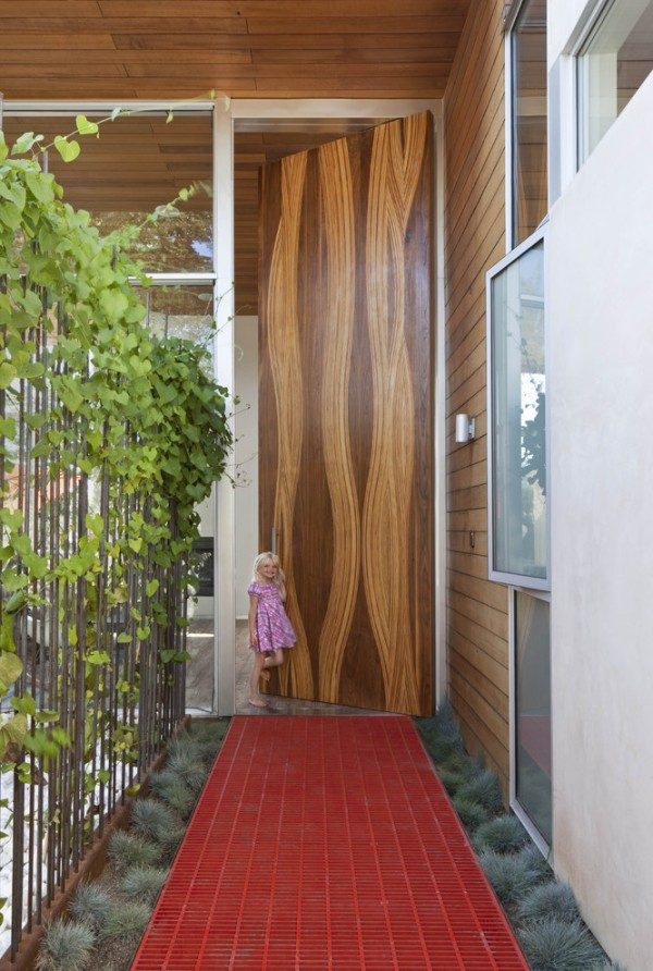 Inspiring artistic wood door